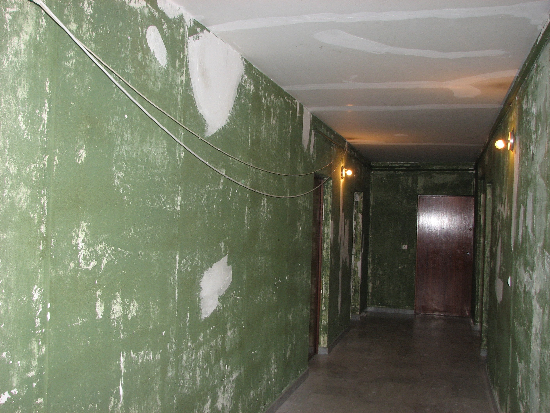 Hall (on se croirait dans les quartiers nord....)